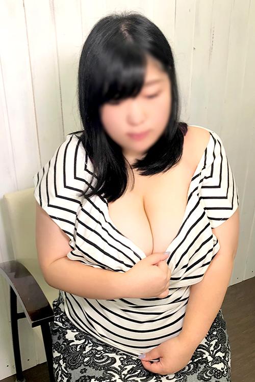 体験乳店新人情報!バスト123cmという爆乳牛ちゃん入店!!